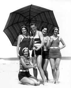 1930. Costumi da bagno con cintura in vita