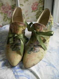 Victorian vintage tapestry shoes....<3