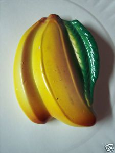 vintage chalkware......I have an apple one in my kitchen.....so neat , love the old stuff.