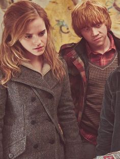 Cute clothes, adorable as a couple... Ron/Hermione.