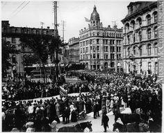 Church parade of Battalion, Victoria Square, Montreal, Canada, 1897 Rare Photos, Photos Du, Old Photos, Montreal Quebec, Montreal Canada, Queen Victoria Family, Francis I, Historical Pictures, History Books