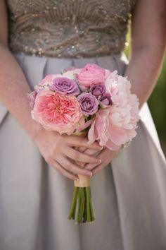 Such a pretty bridesmaid bouquet using pastel flowers like gardenroses, sprayroses, ranunculus and peonies. Desgined by @brideandblossom and captured by @weddingphotonyc