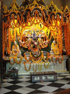 #magiaswiat #podróż #zwiedzanie #vrindavan #blog #azja #zabytki #swiatynia #indie #miasto #aszram #ganges #iscon #krishna Indie, Krishna, Fair Grounds, Blog, Blogging