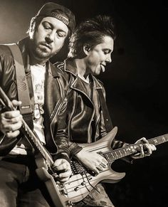 Zacky looks all serious and stuff then you look at Syn who is a goofball