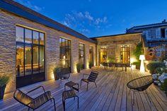Bordeaux: Ein modernes Haus in Bordeaux Werkstatt HA 18 Architekt . Outdoor Living Rooms, Cool Deck, Wooden Decks, Building A Deck, Patio Design, Exterior Design, Architecture, House Styles, Paradise
