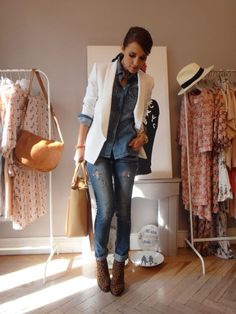note to self, pair my white blazer with my BF jeans this summer. Looks Chic, Looks Style, Casual Looks, Look Fashion, Fashion Outfits, Womens Fashion, Looks Camisa Jeans, Casual Outfits, Cute Outfits
