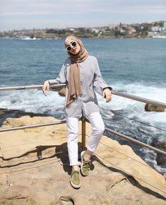 Wear beach outfit for hijabis ootd hijab, simple hijab, casual hijab outfit Casual Hijab Outfit, Ootd Hijab, Hijab Chic, Casual Beach Outfit, Beach Outfits, Outfit Essentials, Hijab Simple, Outfit Strand, Hijab Look