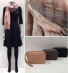 #HugoBoss sort kjole med lidt vidde i skørt. #Altea tørklæde i 2 forskellige metervarer-ternet uld og silke crepe i farve pudder. #Mulberry Blossom Pochette with strap. God fredag www.FLOT.nu