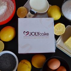 JOLYcake cake collars have been designed to ensure a simple, hassle-free experience with less mess and product waste, and more fun