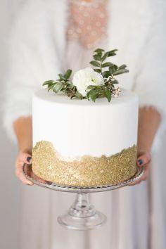 Pretty gilded cake | Photography: Cavin Elizabeth Photography - http://cavinelizabeth.com/