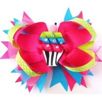 This cupcake bow is to die for cute! Add a little sparkle to any outfit!