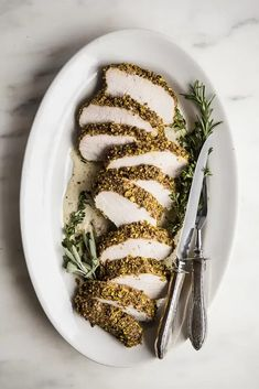 Whether you're looking for a stand out holiday recipe to anchor your Christmas dinner, or just a special supper for a weeknight, this pistachio-crusted pork tenderloin recipe is sure to hit the spot. Falafels, Pork Recipes, Cooking Recipes, Healthy Recipes, Fudge Recipes, Healthy Dinners, Kitchen Recipes, Guacamole, Cooking Pork Tenderloin