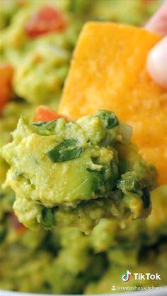 Tasty Videos, Healthy Recipe Videos, Food Videos, Healthy Recipes, Simple Guacamole Recipe, How To Make Guacamole, Mexican Food Recipes, Vegetarian Recipes, Vegetarian Food