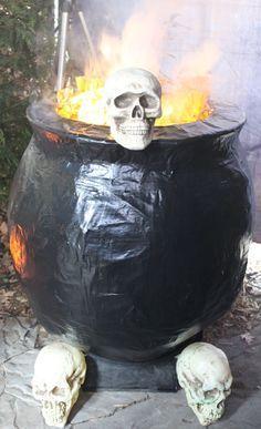 Décoration d'halloween : Chaudron géant fait en papier mâché Matériaux Colle…