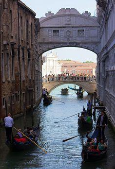 A Bridge In Venice, Sigh,  Castello, Veneza, VN, Itália