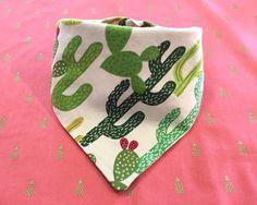 Bandana de perro cactus de InnerSparkleShoppe en Etsy https://www.etsy.com/es/listing/285490221/bandana-de-perro-cactus
