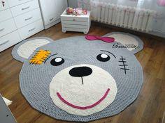 Dywan Miś XXXL - Dziergaczek - Dekoracje pokoju dziecięcego Crochet Carpet, Crochet Home, Crochet For Kids, Crochet Yarn, Animal Rug, Knit Rug, Childrens Rugs, Crochet Rug Patterns, Nursery Rugs