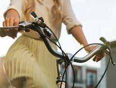 Dai benefici per la salute, anche dell'ambiente, ai vantaggi per il portafoglio (spese, risparmi e incentivi): ecco perché andare a lavorare in bicicletta.