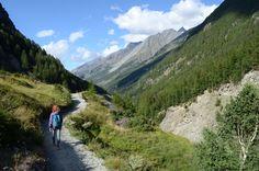 www.bringhand.de/blog    Manche Orte erreicht man nur zu Fuss und deshalb sind Wanderer in abgelegenen Orten immer willkommen. Dabei können Sie kleinere Sachen einfach mitbringen :-).    #Wandern #Wanderlust #Reisen #Reisende #Fernweh #Unterwegs #Trekking #Wanderweg #Natur #Wald #Forest #Schweiz #Berge #Freiheit #wild #transport #wildnis #Zermatt #Matterhorn #Täsch #Hiking #Folge #Bringhand