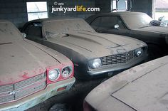 Junkyard Life: Classic Cars, Muscle Cars, Barn finds, Hot rods and part news: Barn find: 1969 Camaro twins haunt missing owner and drooling car dorks