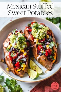 Topped with easy guacamole and vegan sour cream. Vegan Recipes Easy, Mexican Food Recipes, Vegetarian Recipes, Dinner Recipes, Cooking Recipes, Ethnic Recipes, Dinner Ideas, Clean Eating, Healthy Eating