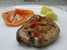 Aromas com Amor: Bife de atum com pimentos vermelhos e cebolinho