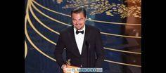"""Foto: DiCaprio le saca el dedo a la Academia """"por NO haberle dado el Oscar antes"""" y pocos lo notaron"""