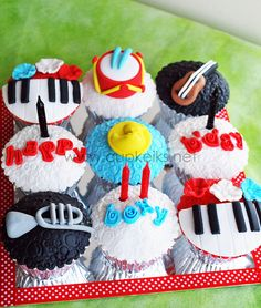 Music cupcakes set 1, via Flickr.