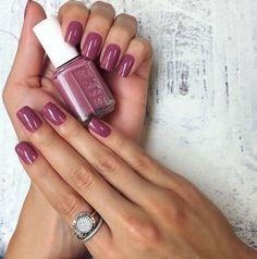 Perfect nails. Vintage pink nail polish. Inspiration for winter nail colors.