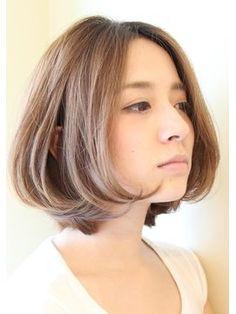くせ毛だからと言ってボブヘアを諦めていませんか?クセ毛でも出来るボブスタイルがあります。人それぞれ毛の悩みは違いますよね?クセ毛も上手に対処する事で、短めのヘアスタイルも似合うようにアレンジする事が出来ます。美容師目線のアドバイスを ヘアスタイル別に紹介します スタイルチェンジの参考にどうぞ!クセ毛の理由や