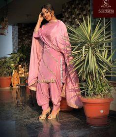 Punjabi Suits Party Wear, Party Wear Indian Dresses, Designer Party Wear Dresses, Dress Indian Style, Bridal Suits Punjabi, Ladies Suits Indian, Indian Attire, Indian Outfits, Punjabi Suits Designer Boutique