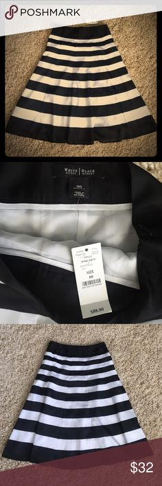 """💥1 Hour Sale💥WHBM skirt Adorable black and white stripes WHBM skirt with side zip and wide waistband. Size 00, 25"""" length White House Black Market Skirts Midi"""