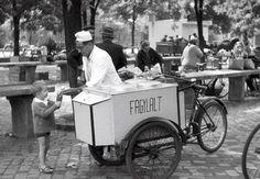 Retrográd: Te is ettél gyerekkorodban 50 filléres fagyit kis . Old Pictures, Old Photos, Retro Kids, Budapest Hungary, Historical Photos, Ohio, Antique Cars, Retro Vintage, History