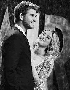 Miley Cyrus and Liam Hemsworth, what a beautiful couple Liam Y Miley, Liam Hemsworth And Miley, Miley Cyrus, Logan Lerman, Amanda Seyfried, Perfect People, Pretty People, Yasmina Khadra, I'm Chuck Bass
