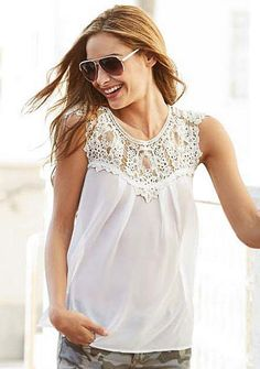 $27 ALLOY 3 stars only in white//Sleeveless lace trim blouse.      24 long     Poly     By ESTAM     USA
