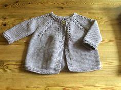 Knitting Pattern Baby Cardigan Sweater Instructions in English Sizes Newborn to 6 months Knitting For Kids, Baby Knitting Patterns, Baby Patterns, Knitting Ideas, Knit Baby Sweaters, Knitted Baby, Baby Cardigan, Knit Crochet, Crotchet