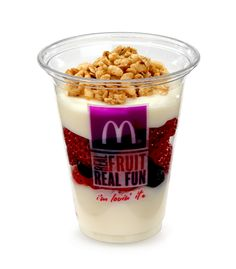 Airport Snacks Under 150 Calories: McDonald's Fruit 'N Yogurt Parfait calories). Choose a healthy side, like McDonald's parfait that has four grams of protein to help keep you full next time you want something from a fast food joint. Healthy Mcdonalds, Mcdonalds Recipes, Mcdonalds Breakfast, Breakfast Menu, Breakfast Items, Breakfast Smoothies, Healthy Fast Food Choices, Healthy Protein Snacks, Fast Healthy Meals