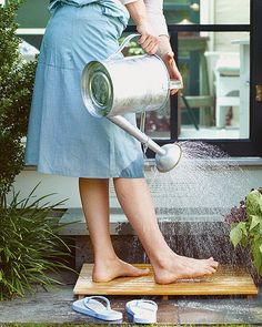 To avoid tracking in sand or soil after a day at the beach or working in the garden, set up a rinsing station just outside your door or at another convenient location. A teak bath mat provides slip-free footing and good drainage. Foot Wash, Martha Stewart Home, My Pool, Parcs, Beach Trip, Country Life, Country Strong, Country Charm, Country Living