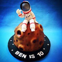Man on the Moon cake www.caronscakery.co.uk