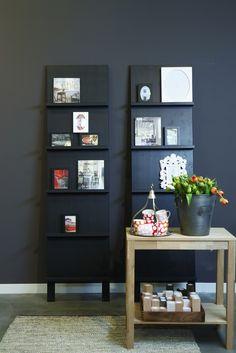 Mooie tijdschriften en waardevolle foto's krijgen een mooi plekje op dit rek #vtwonen #store