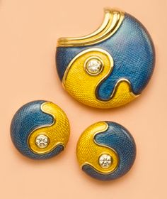 De Vroomen- ENAMEL COLLECTION Choices galore  Our jewellery is not for the faint-hearted.  People will find it impossible not to look at your brooch and some might ask you questions.