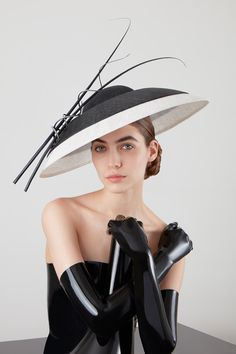 Galleries of haute couture and ready to wear hat collections and handbags. Japan Fashion, Emo Fashion, Victorian Fashion, Gothic Fashion, Philip Treacy Hats, Mad Hatter Hats, Kentucky Derby Hats, Wedding Hats, Hat Hairstyles