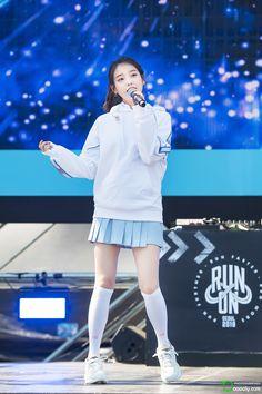 180909 뉴발란스 'Run on Seoul 축하공연 Stage Outfits, Kpop Outfits, Iu Hair, Cute Instagram Pictures, Pose, Jungkook Abs, Cute Girl Face, Iu Fashion, Female Singers