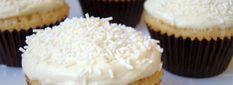 Cupcakes med hindbær og hvid chokolade