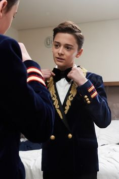 Click through the gallery below to get the lowdown on Noah Schnapp's outfit, and find out who he was most excited to meet at the 2017 Emmy Awards.