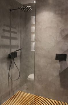 The polished concrete floor and walls contrast with the warmth of the wooden shower tray. Designed by P&PInteriors Bathroom Concrete Floor, Concrete Shower, Shower Floor Tile, Wooden Bathroom, Concrete Floors, Shower Walls, Shower Base, Concrete Wall, Bathroom Faucets