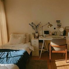 With the new school year approaching comes the mad dash to find the perfect dorm room decor and accessories to Room Ideas Bedroom, Home Bedroom, Bedroom Decor, Bedroom Wall, Bedroom Designs, Modern Bedroom, Wall Decor, Narrow Bedroom, Study Room Decor
