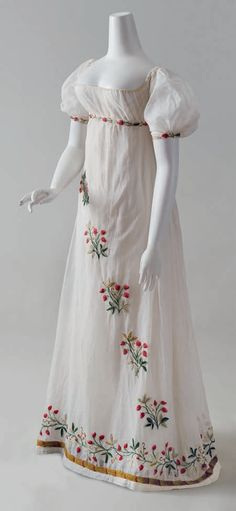 CREWEL EMBROIDERED DRESS, French, ca. 1805, This gown is believed to have belonged to the Comtesse de Pontèves-Bargème, née Marie Antoinette de Paul (1787–1854) who married Louis Balthasar  Alexandre, Comte de Pontèves-Bargème (1781–1868) on April 16, 1804. One of the oldest noble families of Provence, the Pontèves-Bargème resided in the Château d'Ansouis from the twelfth century onward.
