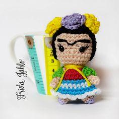 Frida Kahlo amigurumi portachiavi pupazzo bambola uncinetto di MrsPoppyAmigurumi su Etsy