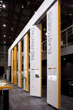 Great idea for rotating wall sections on an exhibition stand Museum Exhibition Design, Exhibition Stall, Exhibition Display, Design Museum, Exhibition Banners, Web Banner Design, Kindergarten Design, Museum Displays, Showroom Design